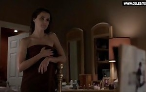 Keri Russell - Drops her towel, Undressed Culo - The Americans s03e03 (2015)