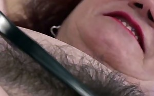 chubby mom drilled by her hairdresser