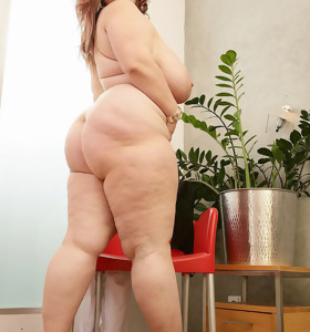 Featuring curvy figured ladies and great phat booties